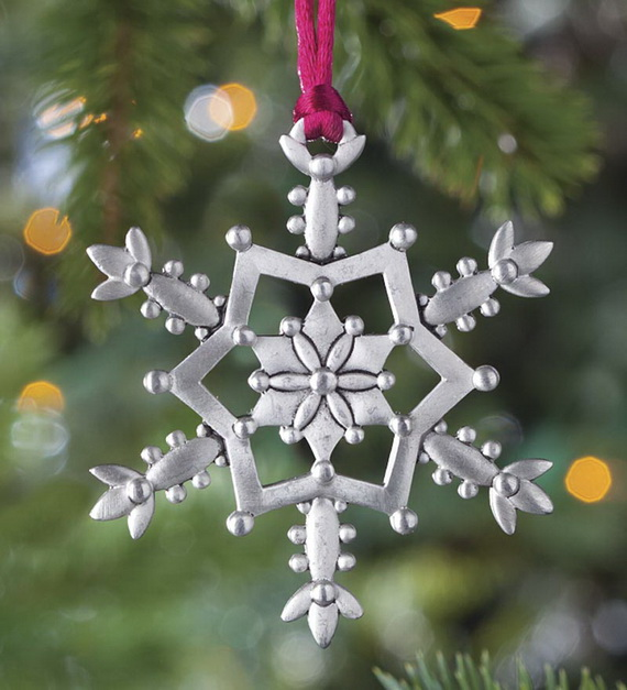 Splendid Ideas For Christmas Tree Decoration With Silver And Gold Ornaments_23