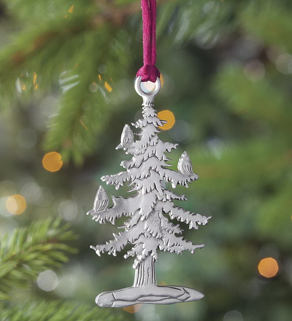 Splendid Ideas For Christmas Tree Decoration With Silver And Gold Ornaments_25