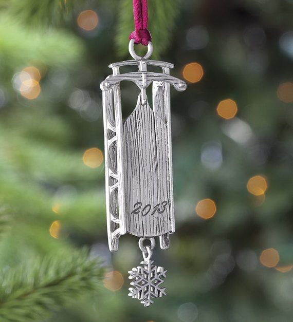 Splendid Ideas For Christmas Tree Decoration With Silver And Gold Ornaments_27