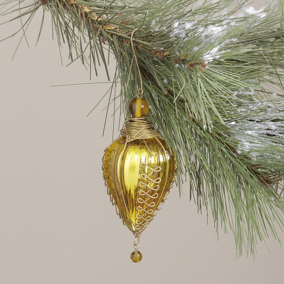 Splendid Ideas For Christmas Tree Decoration With Silver And Gold Ornaments_31