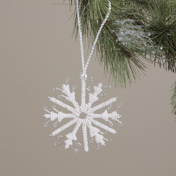 Splendid Ideas For Christmas Tree Decoration With Silver And Gold Ornaments_34