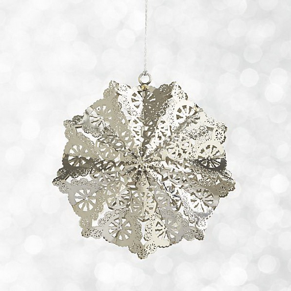 Splendid Ideas For Christmas Tree Decoration With Silver And Gold Ornaments_40