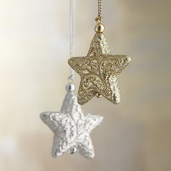 Splendid Ideas For Christmas Tree Decoration With Silver And Gold Ornaments_46