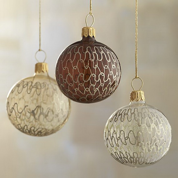 Splendid Ideas For Christmas Tree Decoration With Silver And Gold Ornaments_62