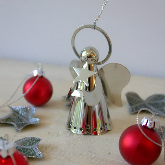 Splendid Ideas For Christmas Tree Decoration With Silver And Gold Ornaments_70