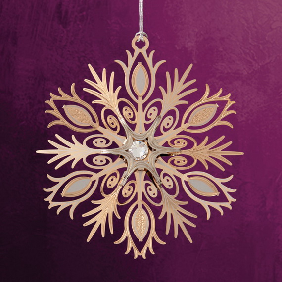 Splendid Ideas For Christmas Tree Decoration With Silver And Gold Ornaments_82