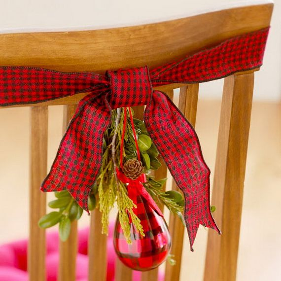 A Festive Christmas Table Decoration In Style_022