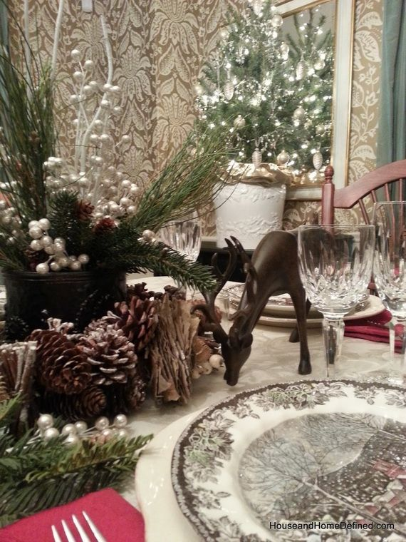 A Festive Christmas Table Decoration In Style_078