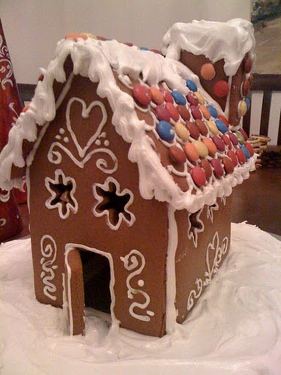 Amazing Traditional Christmas Gingerbread Houses_23