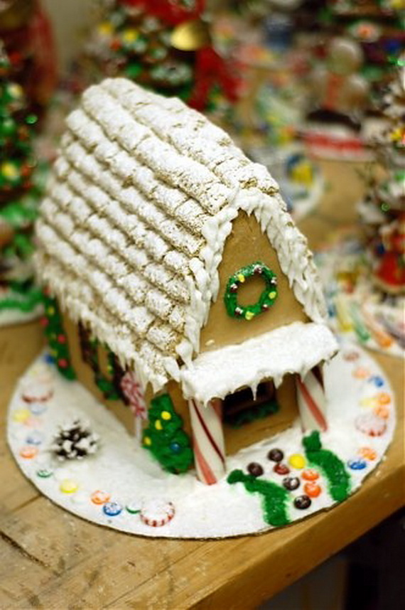 Amazing Traditional Christmas Gingerbread Houses_28
