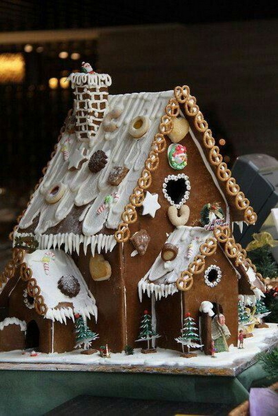 Amazing Traditional Christmas Gingerbread Houses_56