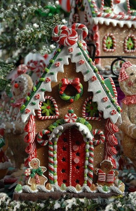 Amazing Traditional Christmas Gingerbread Houses_58