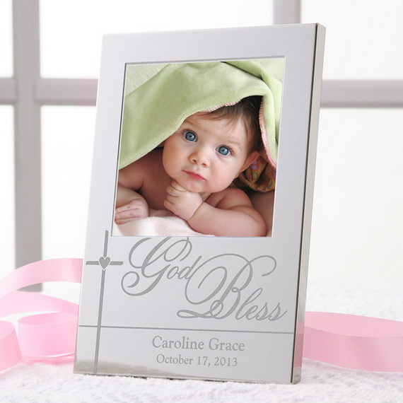 Tips and Traditions for Baby's First Christmas_08