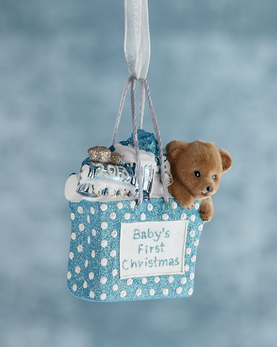 Tips and Traditions for Baby's First Christmas_40
