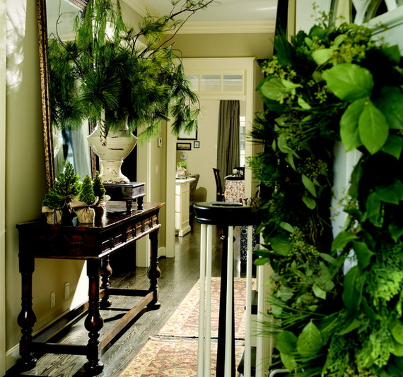 Fresh Festive Christmas Entryway Decorating Ideas_07