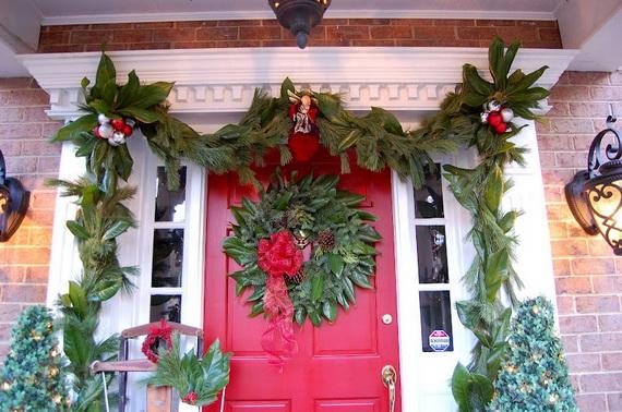 Fresh Festive Christmas Entryway Decorating Ideas_09