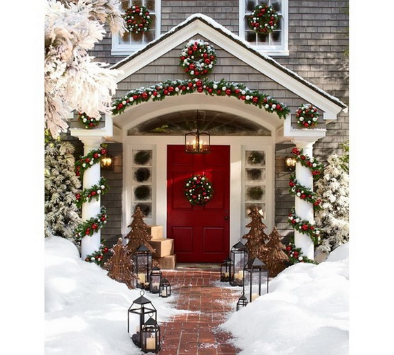 Fresh Festive Christmas Entryway Decorating Ideas_11