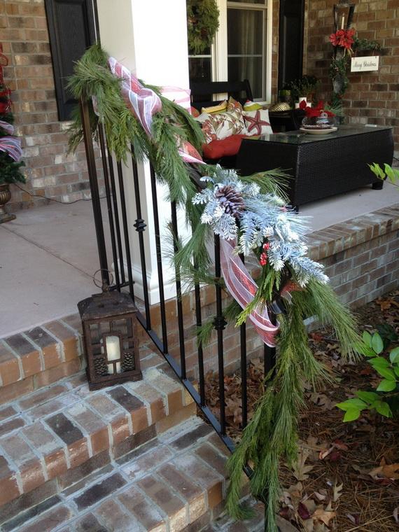 Fresh Festive Christmas Entryway Decorating Ideas_14