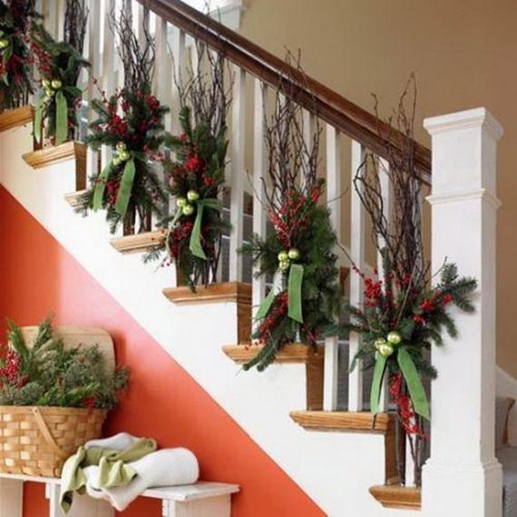 Fresh Festive Christmas Entryway Decorating Ideas_15