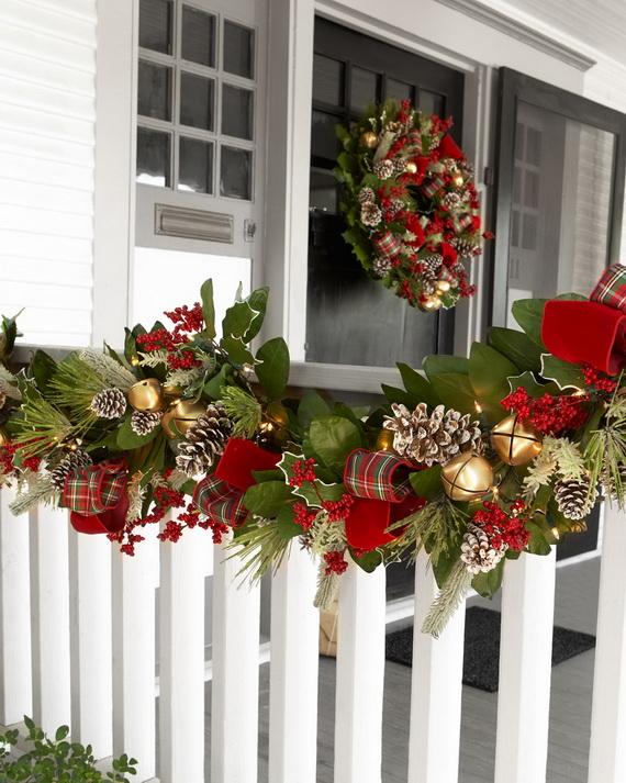 Fresh Festive Christmas Entryway Decorating Ideas_18