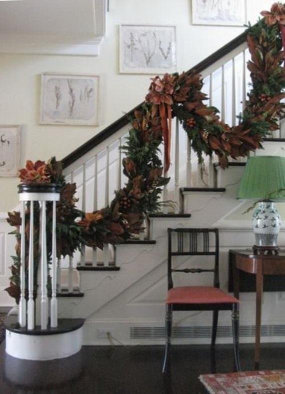 Fresh Festive Christmas Entryway Decorating Ideas_23