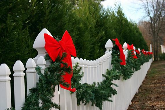 Fresh Festive Christmas Entryway Decorating Ideas_32