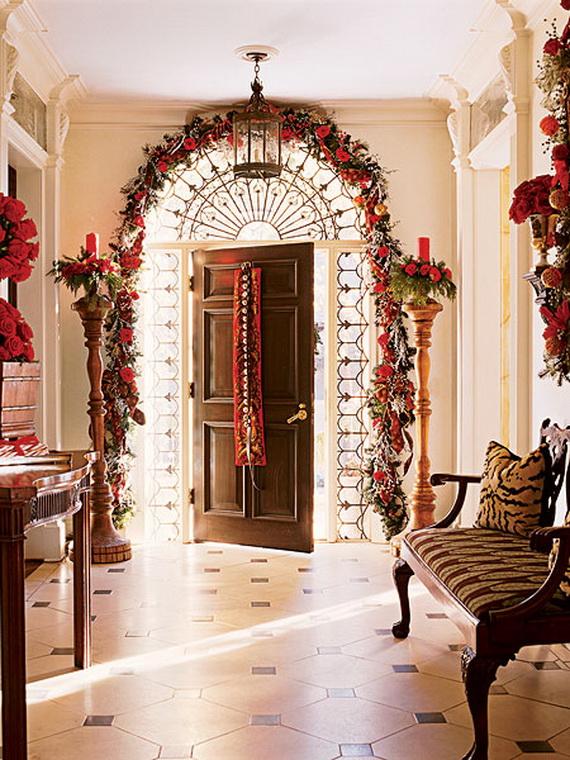 Fresh Festive Christmas Entryway Decorating Ideas_43