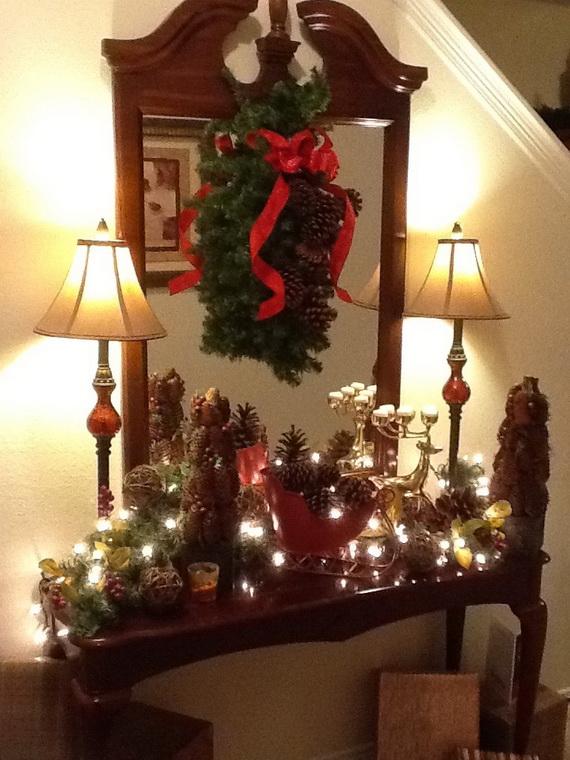 Fresh Festive Christmas Entryway Decorating Ideas_46