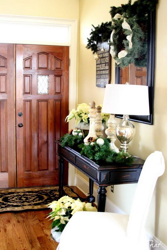 Fresh Festive Christmas Entryway Decorating Ideas_50