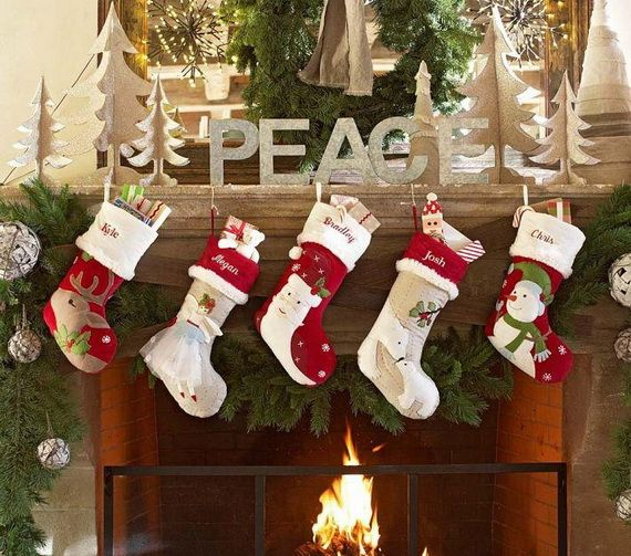 Gorgeous Fireplace Mantel Christmas Decoration Ideas _10