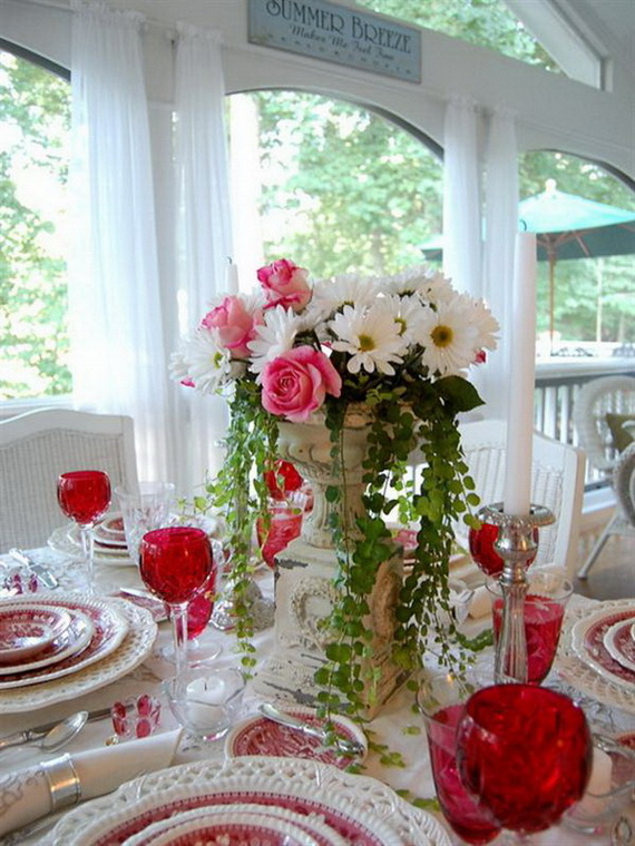 Amazing Romantic Table Centerpiece Decorating Ideas for Valentine's Day _07