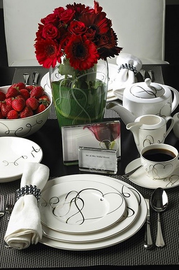 Amazing Romantic Table Centerpiece Decorating Ideas for Valentine's Day _08