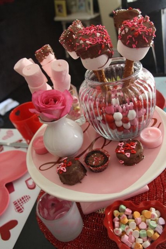 Amazing Romantic Table Centerpiece Decorating Ideas for Valentine's Day _09