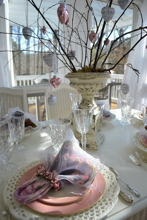Amazing Romantic Table Centerpiece Decorating Ideas for Valentine's Day _19