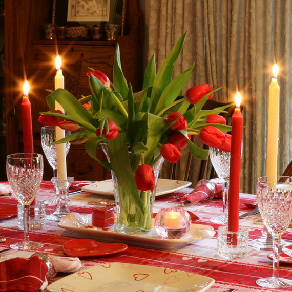 Amazing Romantic Table Centerpiece Decorating Ideas for Valentine's Day _20