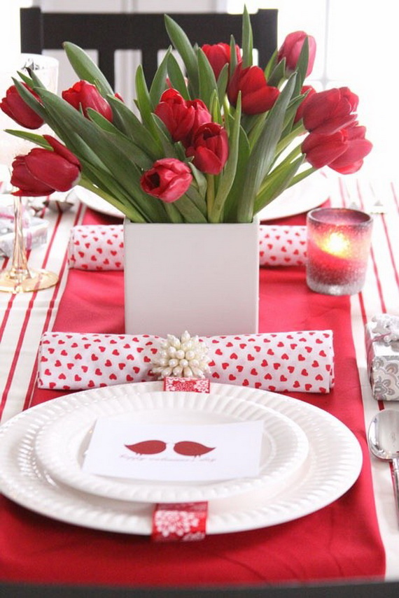 Amazing Romantic Table Centerpiece Decorating Ideas for Valentine's Day _5