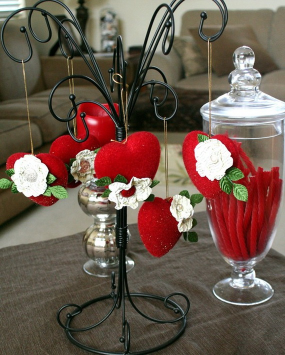 Amazing Romantic Table Centerpiece Decorating Ideas for Valentine's Day _9