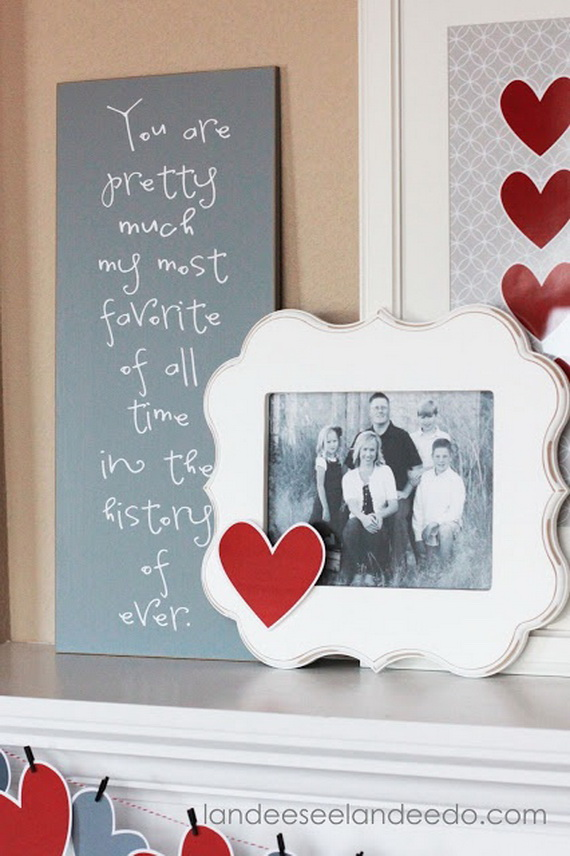 Cool Valentine's Day Mantel Décor Ideas_1