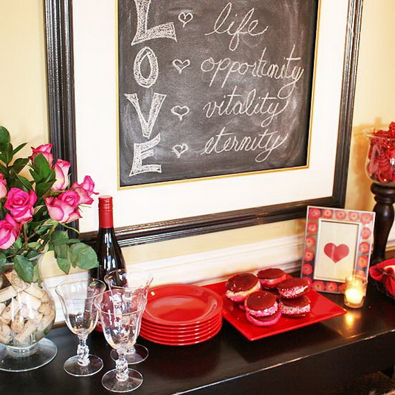 Cool Valentine's Day Mantel Décor Ideas_12
