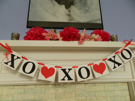 Cool Valentine's Day Mantel Décor Ideas_3