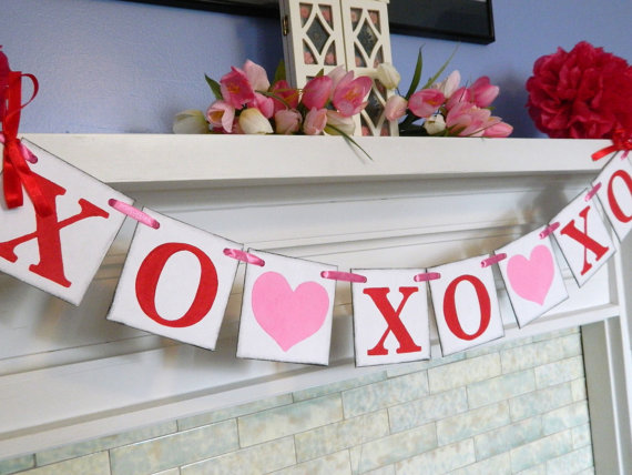 Cool Valentine's Day Mantel Décor Ideas_5