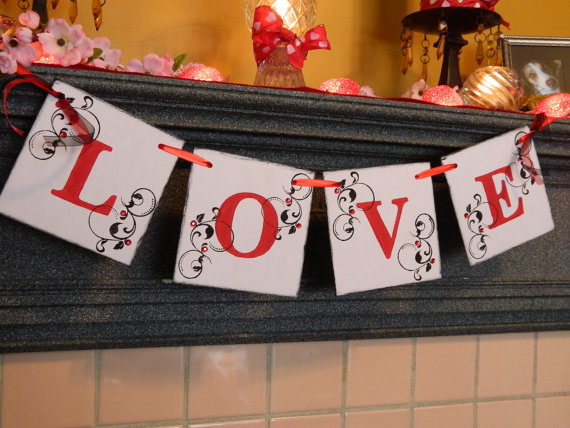 Cool Valentine's Day Mantel Décor Ideas_6