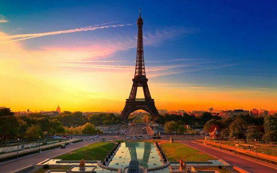 A Family-Friendly City Break  in  Paris Eiffel Tower  _40