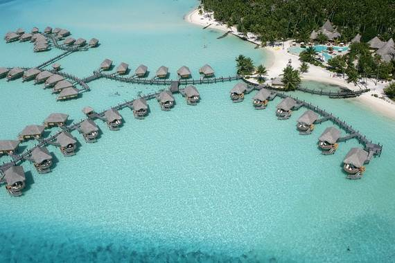 Best-Overwater-Bungalows-In-Tahiti-Le-Meridien-Bora-Bora-_04