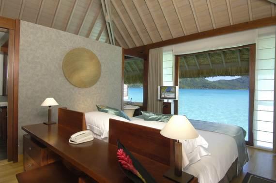 Best-Overwater-Bungalows-In-Tahiti-Le-Meridien-Bora-Bora-_40