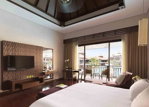 Anantara_Dubai_The_Palm_Resort_Deluxe_Family_Lagoon_View_Room_Bedroom