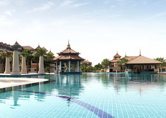 Anantara_Dubai_The_Palm_Resort_Main_Swimming_Pool