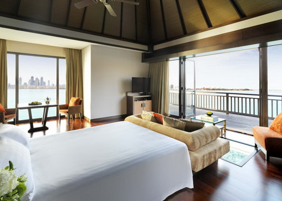 Anantara_Dubai_The_Palm_Resort_One_Bedroom_Over_Water_Villa_Bedroom
