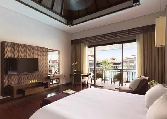 Anantara_Dubai_The_Palm_Resort_Premier_Lagoon_View_Room_Bedroom