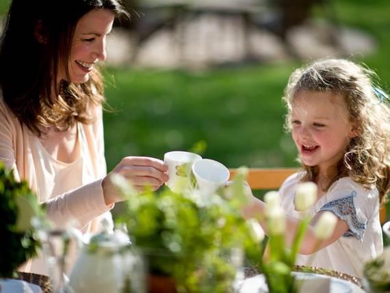 30-Cool-Mother's-Day-Tea-Table-Décor-Ideas_23